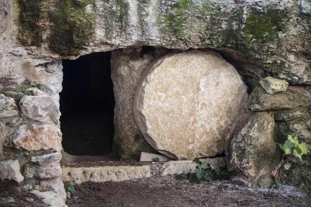 empty-tomb-3326100_1920.jpg